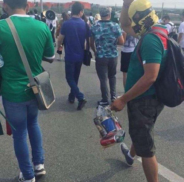 Ростовчан растрогал собирающий мусор на улицах города мексиканский болельщик