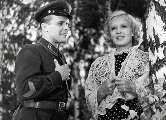 Свинарка с букетом Сталинских премий