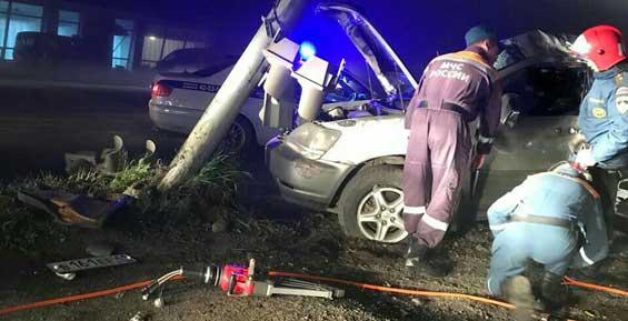 Ночью на паратунской трассе пьяный водитель врезался в светофор