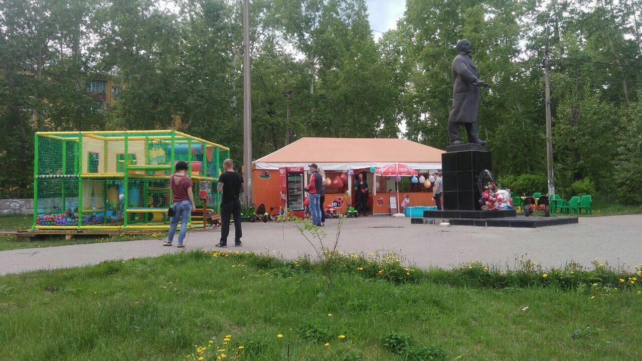 Идолы или будущее. Памятнику Ленину в Усть-Куте мешает детская площадка