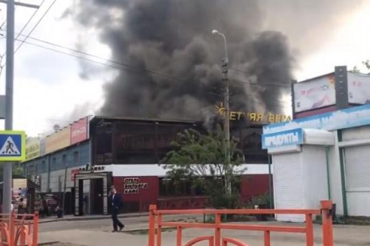 Крупный пожар в Иркутске: вспыхнуло кафе