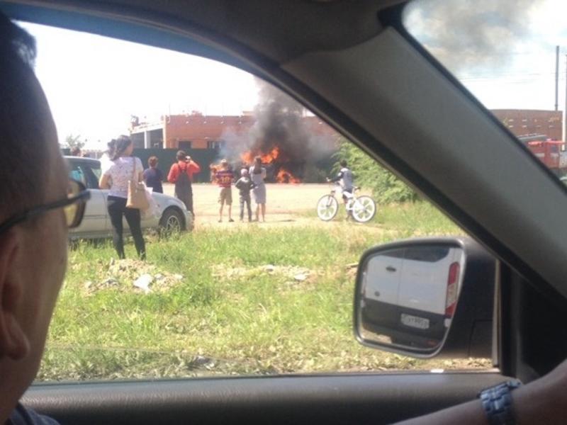 Автомобиль взорвался на ул. Трактовой в Чите - очевидцы