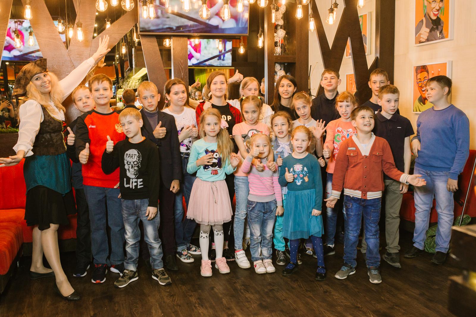 «ШашлыкоFF» и «Динозаврия» подарили праздник детям, оказавшимся в трудной жизненной ситуации