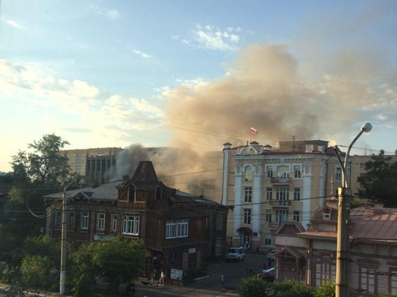 Бесхозное строение загорелось в центре Читы