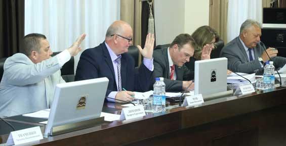 Краевые депутаты привлекут специалистов и общественность к обсуждению транспортного налога