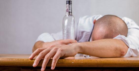 На Камчатке трое родственников поили односельчан техническим спиртом