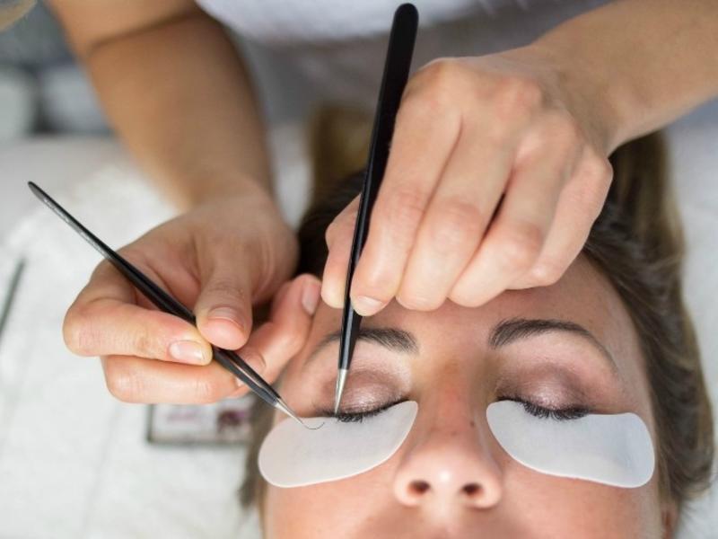 У читинки за 5 дней до свадьбы заболели глаза после наращивания ресниц