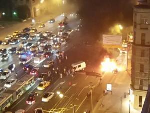 Пять автомобилей столкнулись на Кутузовском проспекте. «Мерседес» сгорел на месте