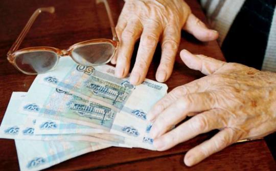 В Иркутске сотрудника банка спасла пенсионера от мошенников