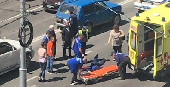 На переходе у «Паруса» пенсионер на «Ниве» сбил пешехода (видео)