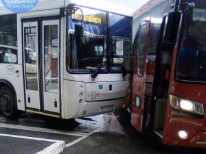 Автобусы столкнулись на автовокзале