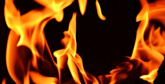 В Петропавловске на Ключевской сгорел «Ниссан-Прерия-Джой»
