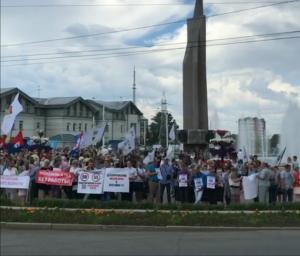 В Иркутске профсоюзы вышли на пикет против пенсионных реформ