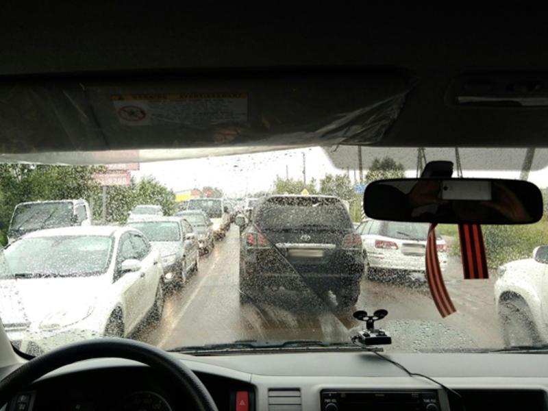 Автомобильная пробка из-за затопленного участка дороги образовалась на Романовском тракте в Чите