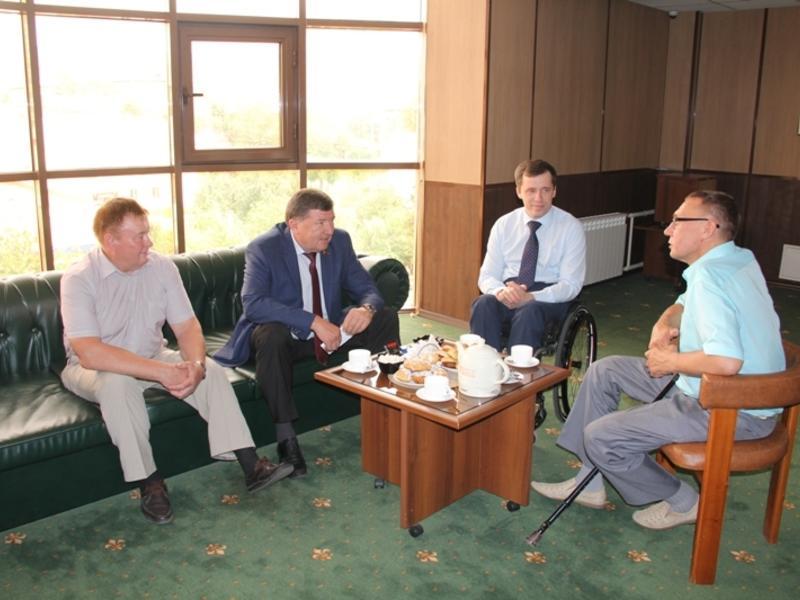 Спикер краевого парламента Лиханов провел рабочую встречу с главой ВОИ
