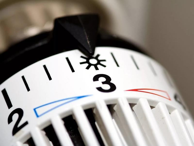 КС закрепил право жильцов платить за тепло по счетчику, вне зависимости от соседей