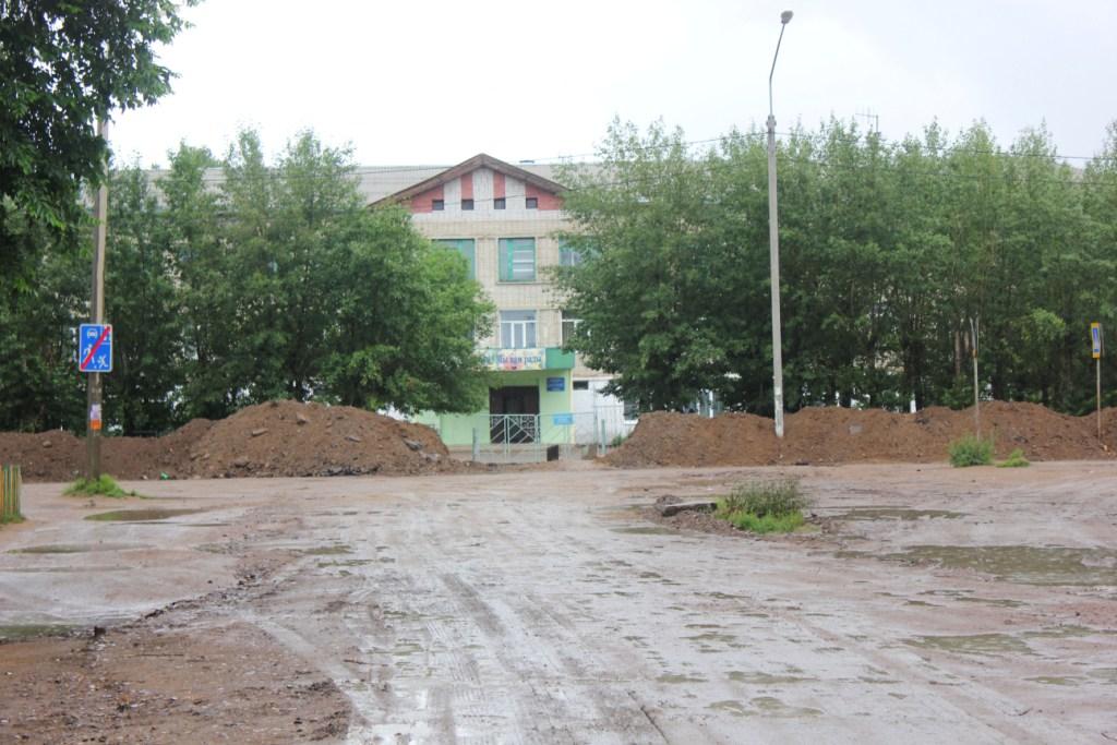 Читинцы сами отремонтировали дорогу к двум школам на КСК