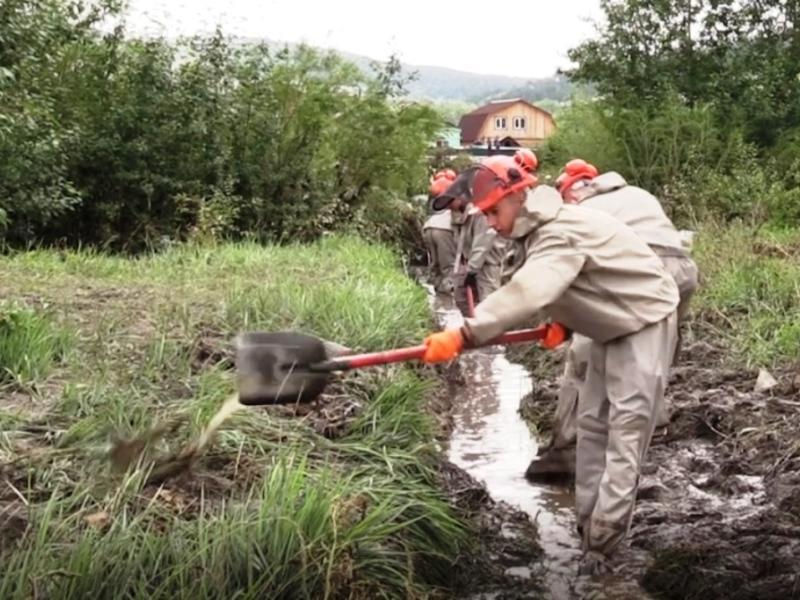 При спаде уровня рек Забайкалья МЧС устраняет последствия наводнения