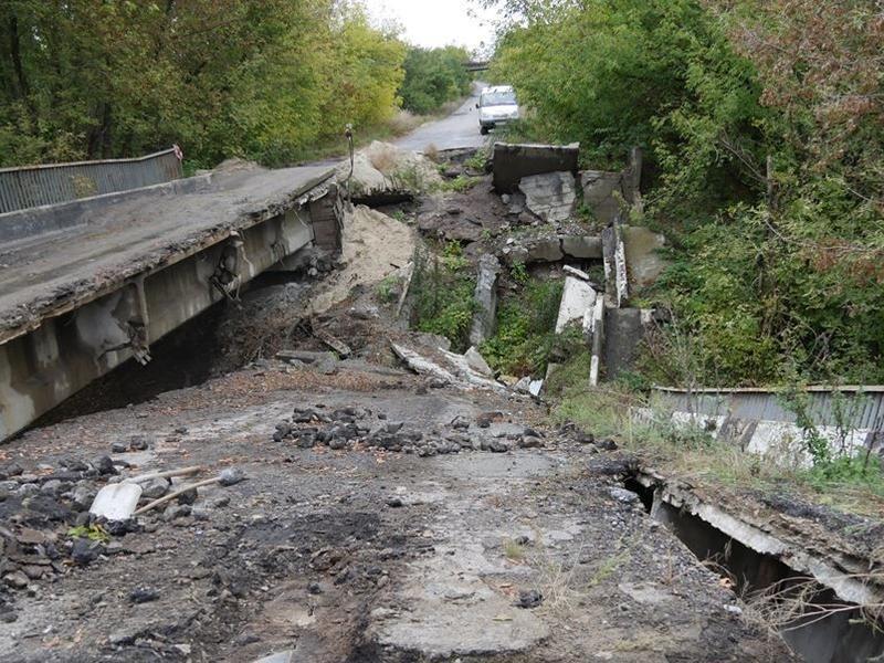 Разрушенные пешеходные мосты нельзя ремонтировать на средства дорожного фонда