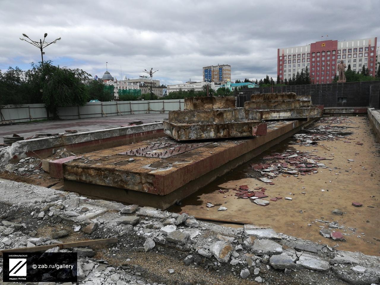 Аллею перекрывают на площади Ленина в Чите из-за реконструкции фонтана