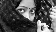 Индийцу отказали в разводе с бородатой женой