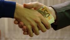 Украинского чиновника, обещавшего виселицу коррупционерам, поймали на взятке