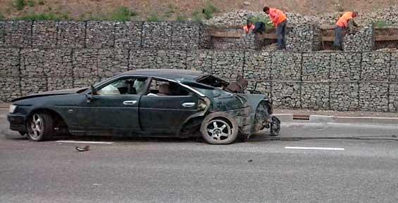 В Петропавловске водителя «Ниссана» от удара в подпорную стену выбросило из салона