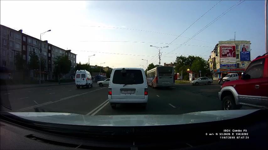 На Камчатке «Тойота» врезалась в машину скорой помощи, которая везла пациента (видео)