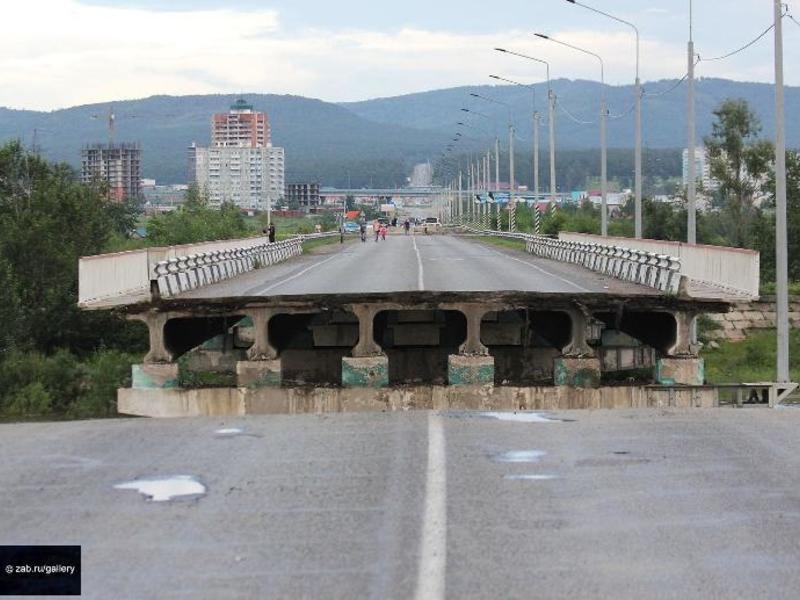 Видео разрушения моста в Чите появилось в Сети