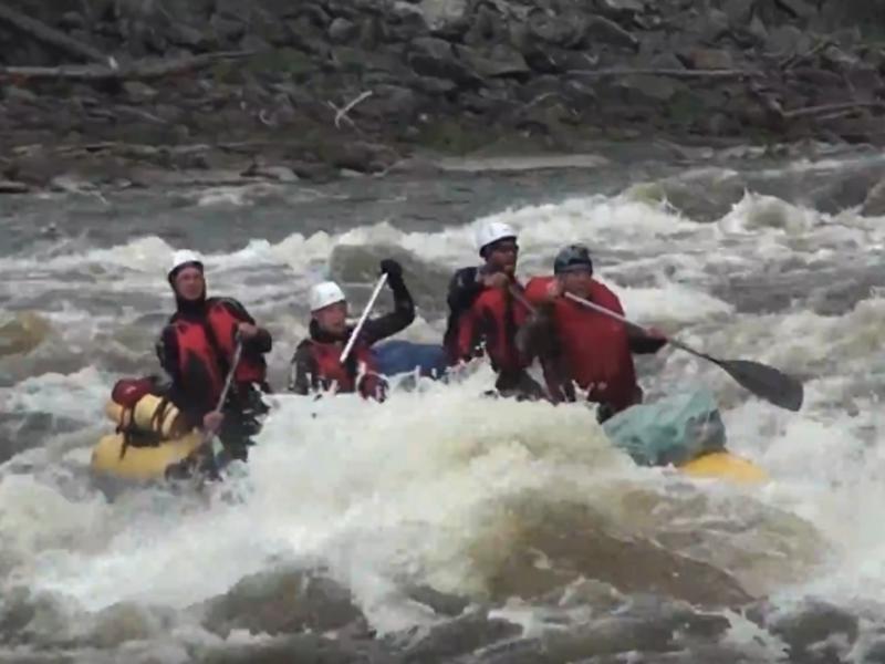 Видео прохождения сложных порогов читинскими спасателями появилось в сети