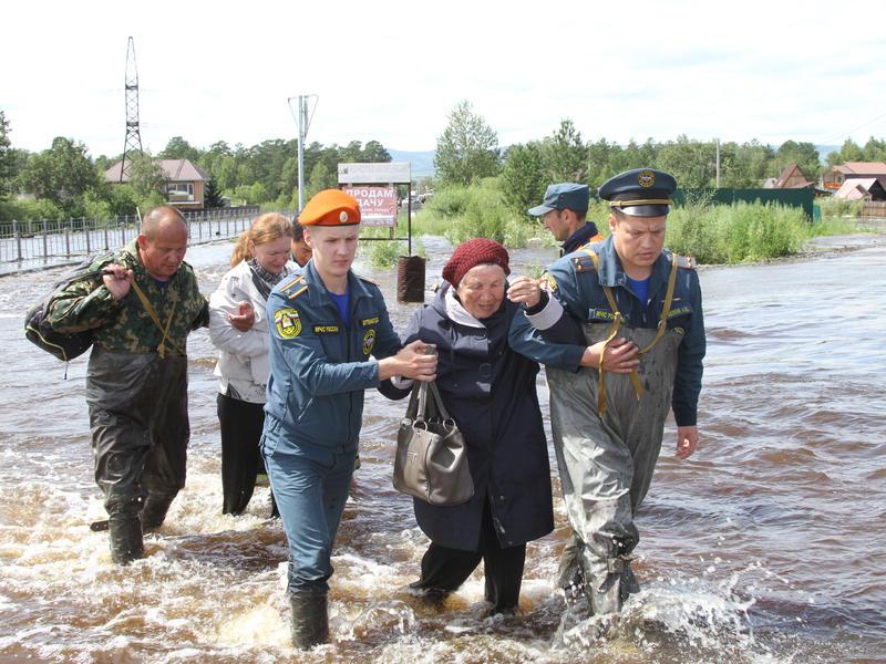 МЧС выводит прибывших из других регионов на наводнение сотрудников из Забайкалья
