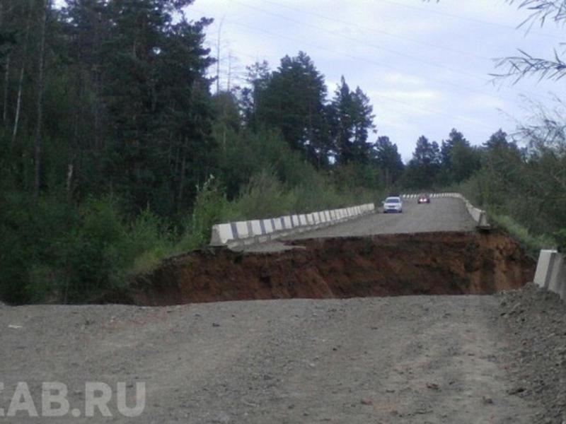 Пять работников осталось в «отрезанном» обвалом дороги СК «Высокогорье» в Чите