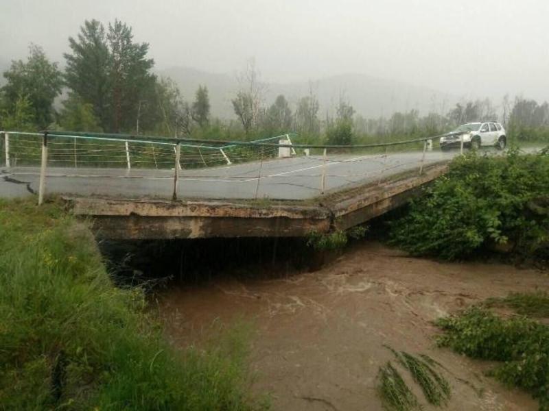 Мост размыло по пути из Читы в Дульдургу, закрыта дорога Агинское-Дульдурга