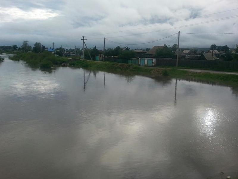 Более 130 сотрудников МЧС работают в затопленной Шилке