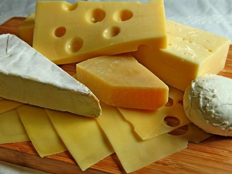 Проверка выявила 57% фальсификата среди проб сыра и масла в Забайкалье