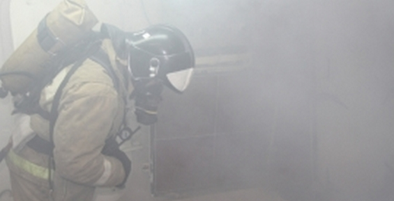 В Петропавловске пожарные вывели из задымлённого подъезда двух человек