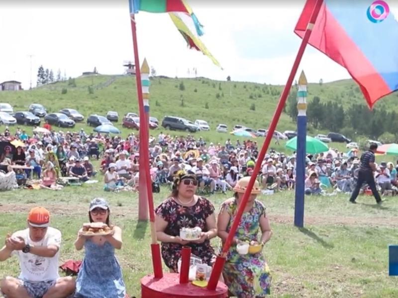 Более пяти тысяч буддистов провели на Титовской сопке обряд «Обоо тахилга»