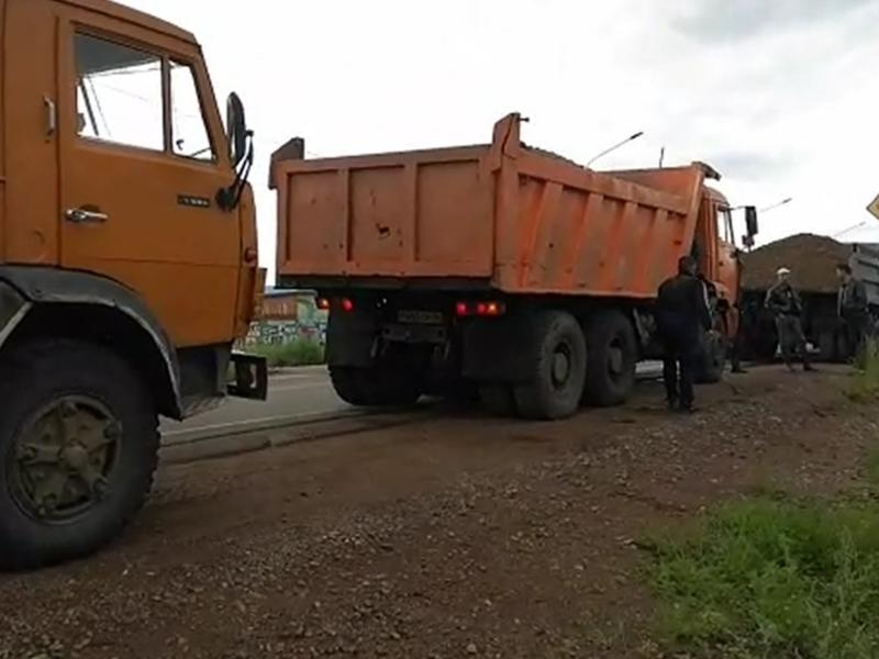 Читинцы сообщили об отсыпке дороги возле дачи Михалева - ЗабТВ-24
