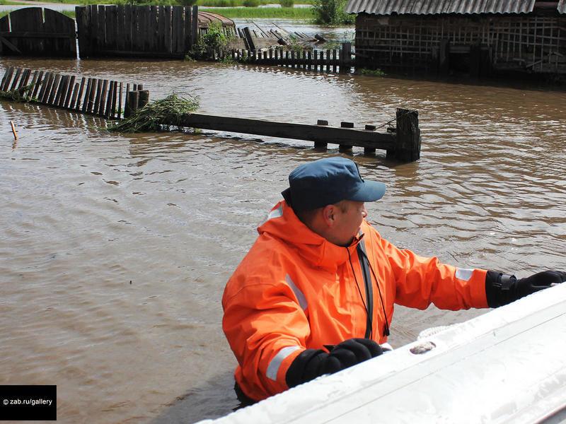 В подтопленном Усть-Карске создали 5 пунктов эвакуации