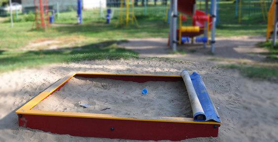 На детской площадке Петропавловска выявили опасное количество свинца