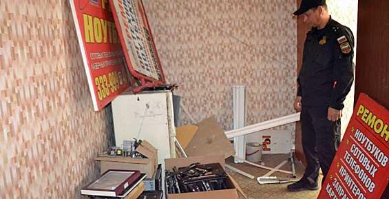 В Петропавловске приставы выселили из помещения мастерскую по ремонту цифровой техники
