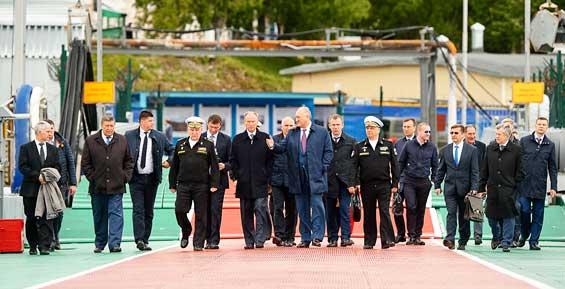 На Камчатке Патрушев посетил базу субмарин и совершил переход через Авачинскую губу