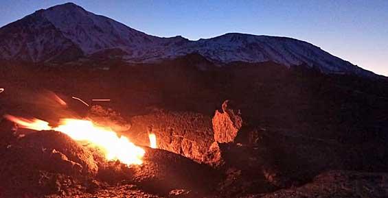 Туристов приглашают увидеть светящуюся лаву вулкана Толбачик на Камчатке