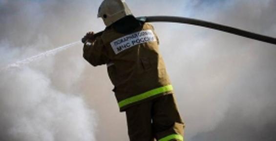 В Палане огнеборцы потушили передвижной электрогенератор