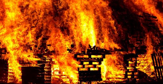 На Камчатке пожарные спасли из квартиры ценности на полтора миллиона рублей