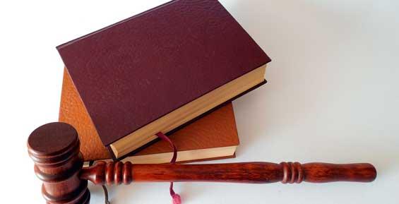 На Камчатке осудили двух мужчин, которые пьяными ввалились к знакомой занять денег