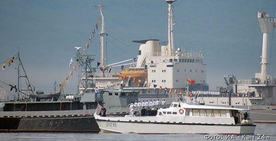 День ВМФ на Камчатке: «танцы кораблей», флотская каша и доска Максутову