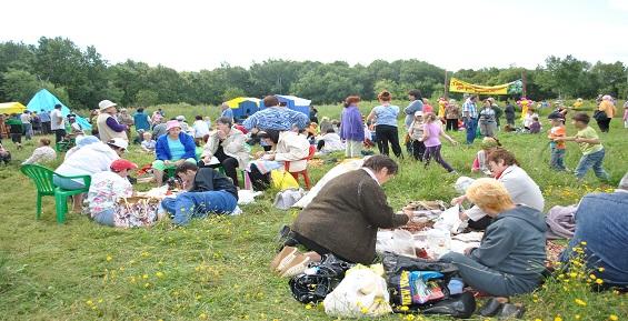 На камчатском фестивале угощали ухой и дикоросами