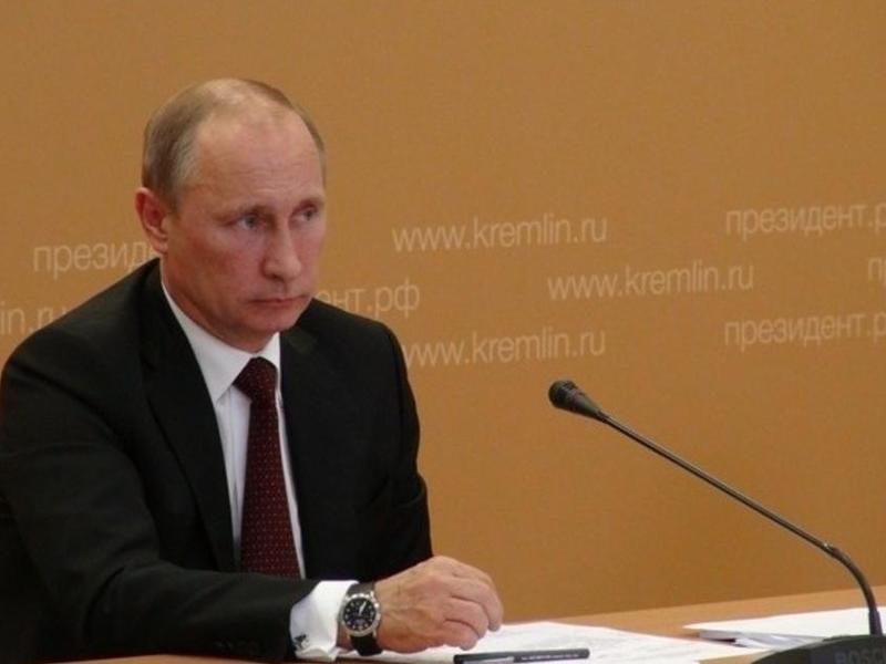 Путин поручил простимулировать бизнес принимать на работу предпенсионеров