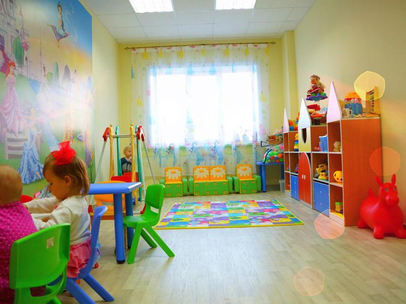 Минтруд предложил создавать домашние ясли из-за очереди в детсады